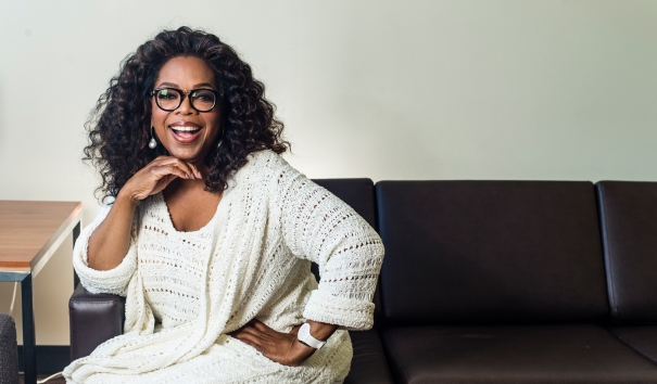 photo-oprah-sitting-couch_0